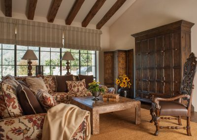 photo of Hacienda family room, design by Gardner & Associates