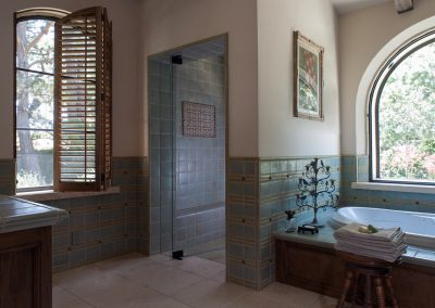 photo of Hacienda master bath, design by Gardner & Associates